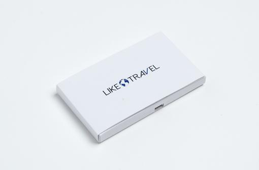 Carte de visite vidéo blanche avec logo Like Travel réalisée par Yanda