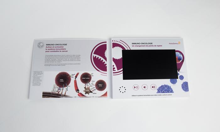 Ecran LCD et intérieur de la brochure video réalisée pour Aztra Zeneca par Yanda