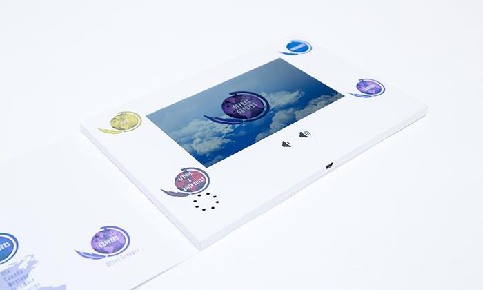 Brochure vidéo ouverte avec vidéo sur écran LCD